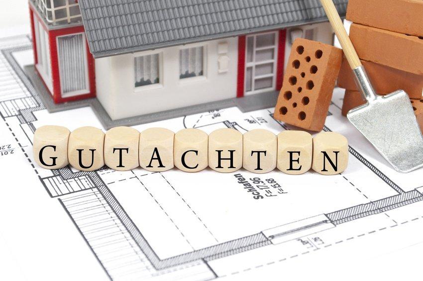 Haus mit Grundriss und dem Wort Gutachten
